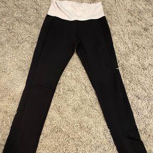 Black and White Lululemon yoga pants